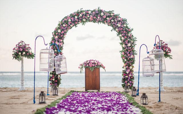 Bali beach wedding venue at nusa dua beach bali beach wedding junglespirit Gallery