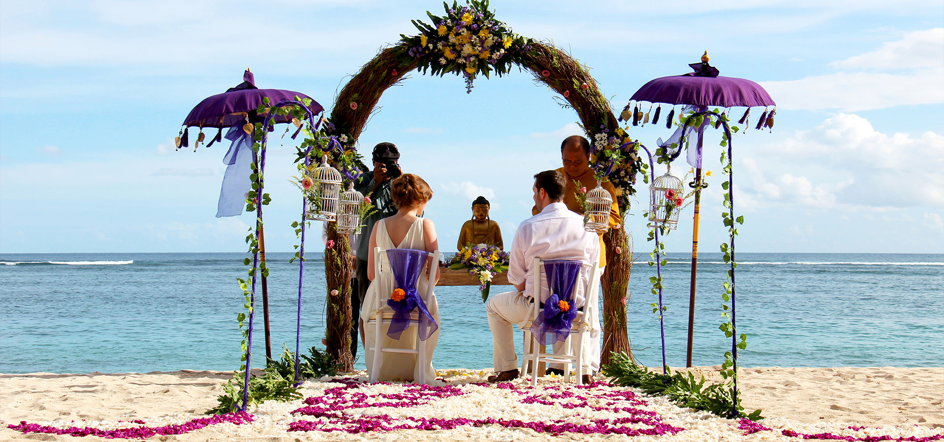 Bali wedding chapel luxury beachfront villa wedding in bali for Bali mariage location