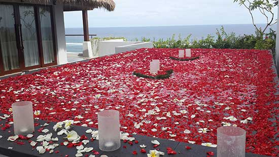 Floating Flower & Candle divght Dinner in your Suite or Villa