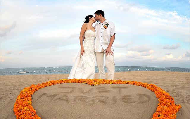 Bali beach wedding venue at nusa dua beach bali beach wedding junglespirit Image collections