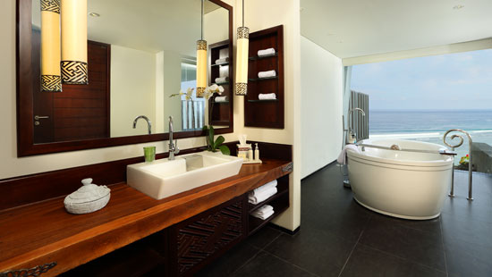 Ocean Front Honeymoon Pool Suite Bathroom